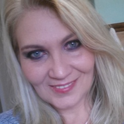 Mariana is looking for singles for a date