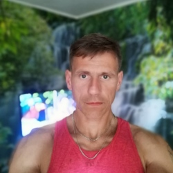 Edijs is looking for singles for a date