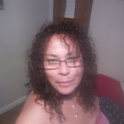 Lara is looking for singles for a date