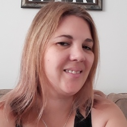 Kat is looking for singles for a date