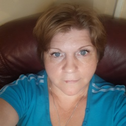 Magdalena is looking for singles for a date