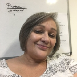 Jacqui is looking for singles for a date