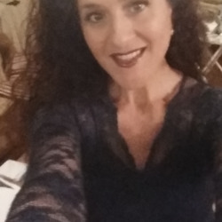 Silvana is looking for singles for a date