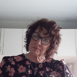 Sherrie is looking for singles for a date