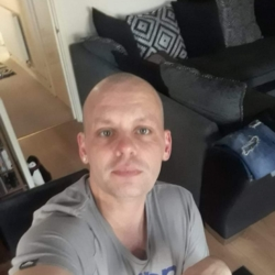 Stearno is looking for singles for a date