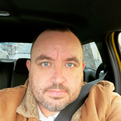 Ianjames is looking for singles for a date