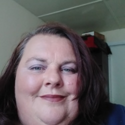 Orla is looking for singles for a date
