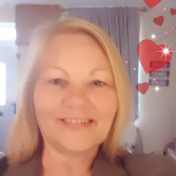 Carollynn is looking for singles for a date