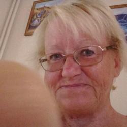 Lesley (63)