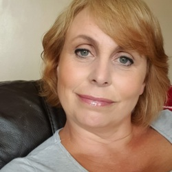 Suzzanne is looking for singles for a date