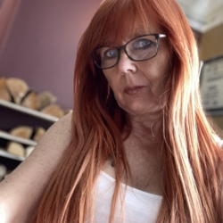 Janis is looking for singles for a date